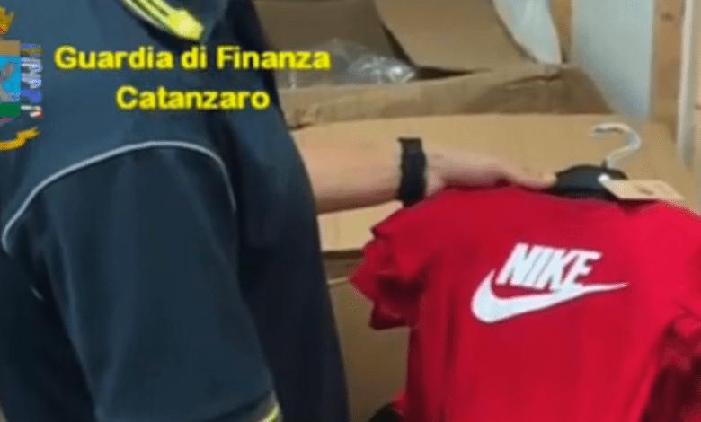 Photo of Sequestrati circa 6mila capi di abbigliamento contraffatti