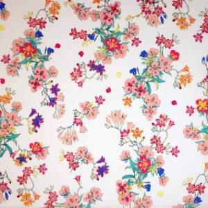 Mussola cotone leggero – fiori rosa fondo bianco