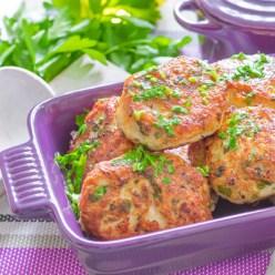 Galettes de poulet haché, sauce aigre-douce