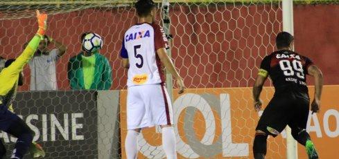 [Vitória vence o Paraná por 1 a 0 na volta do Brasileirão]