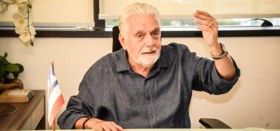 [ACM Neto apoia Bolsonaro para tentar 'salvação', critica Wagner]