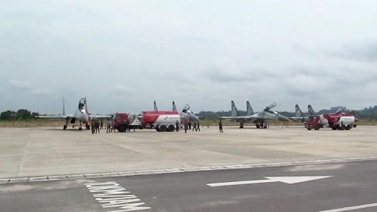 Empat Pesawat Sukhoi saat tiba di Bandara Juwata Tarakan, Minggu (09/08)