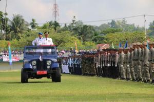 Pj. Gubernur Kaltara Triyono Budi Sasongko menjadi Irup Upacara pada peringatan HUT TNI ke 70 di Kota Tarakan, Senin (05/10)