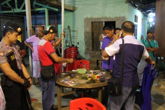 Melek-melekan yang dibalut dengan judi di Kelurahan RT 14, Kelurahan Karang Anyar dihambur oleh Polres Kota Tarakan, Sabtu dini hari (09/01).