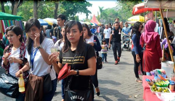 Suasana pasar Sunmor di lingkungan kampus UGM Jogjakarta. (Alfauzi)