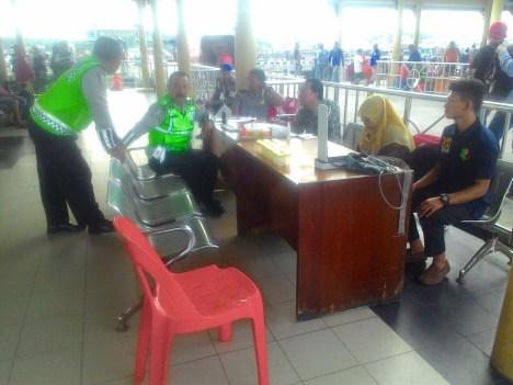 Posko tes urine yang digelar Dinas Kesehatan bersama BNN dan petugas keamanan lainnya di Pelabuhan Tengkayu II Kota Tarakan.