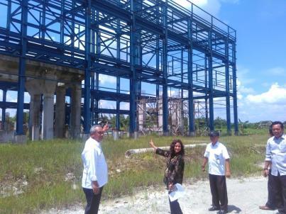 Anggota Komisi VII Dewan Perwakilan Rakyat Republik Indonesia  (DPR RI) Dapil Kaltim-Kaltara dr. Ari Yusnita menyempatkan diri bersama Bupati Bulungan Soedjati melakukan peninjauan langsung ke PLTU di desa Gunung Seriang, Tanjung Selor yang mangkrak pembangunannya, Rabu (10/8).