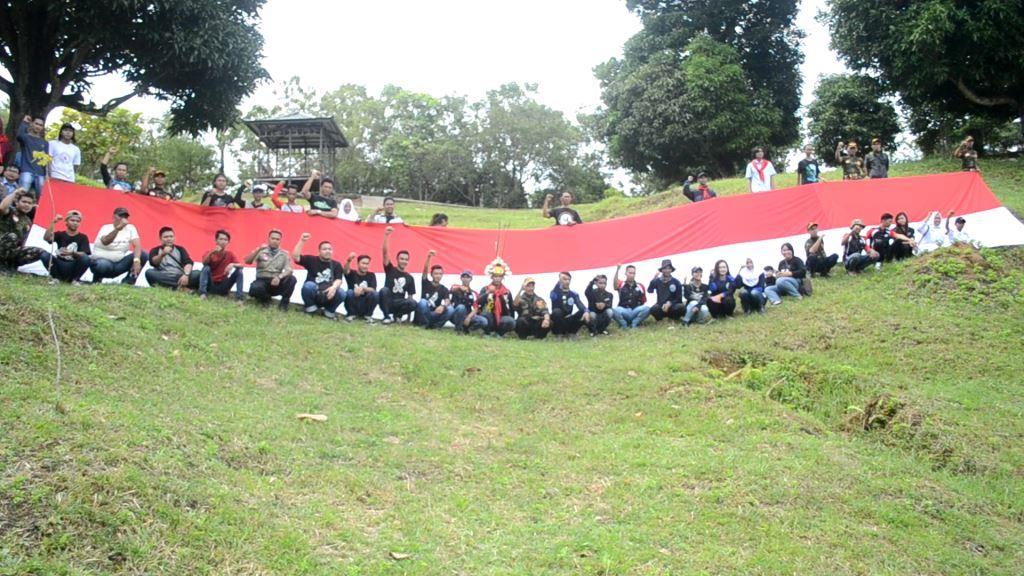 Bendera 17 meter dibentangkan gabungan organisasi kepemudaan di Kota Tarakan.