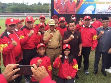 Gubernur Kaltara Irianto Lambrie bersama Wakil DPRD Kaltara Abdul Djalil Fatah mendukung penuh keikutsertaan Kontingen Kaltara pada PON XIX di Jabar.