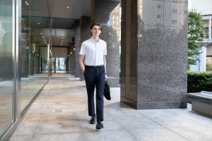 UNIQLO Introduces its Latest EZY Ankle Pants Collection with its 2Way Stretch Fabric and New Silhouettes