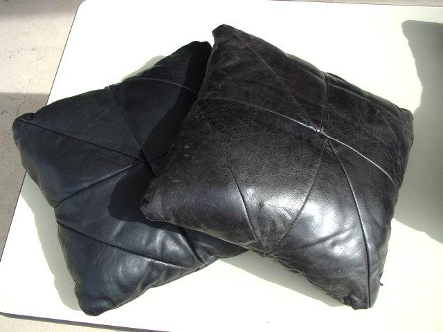 https://i2.wp.com/www.metroretrofurniture.com/images/pillows/pillowgroupb3.jpg