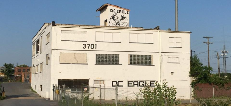 DC Eagle, closed, leather, bar