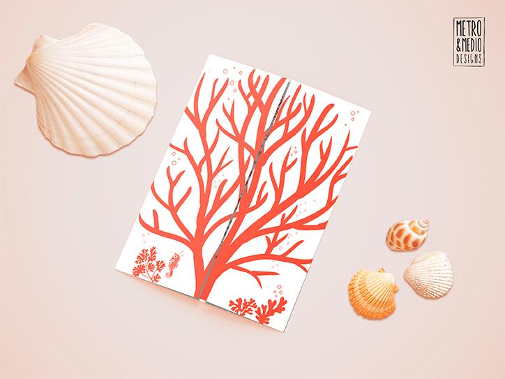 Invitación de boda de tema marino con formas de coral. Colores blanco y coral