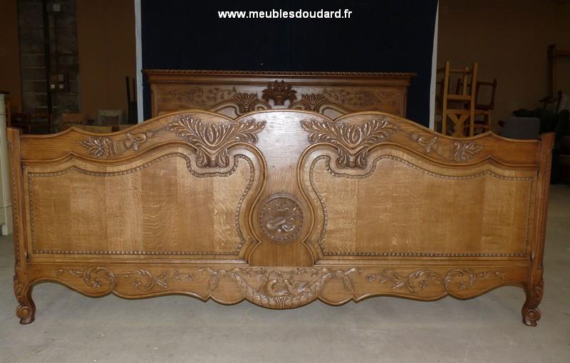 bois de lit sculpte grande largeur sur mesure