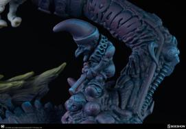Exemplo dos easter eggs que aparecem no traje, detalhes que formam toda a existência do Coringa