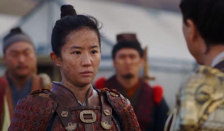 Mulan ganha trailer final focado na guerra