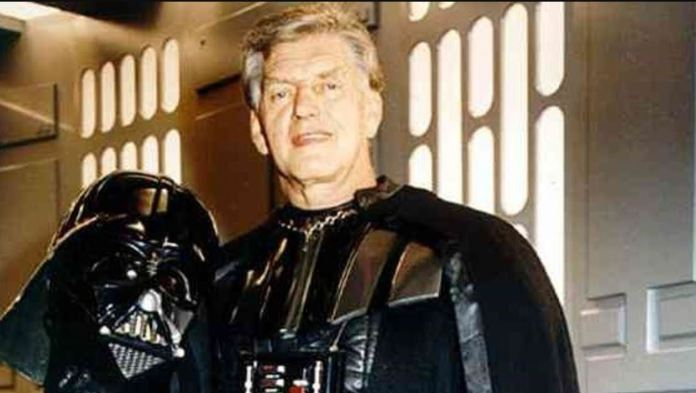 Morre ator David Prowse, que interpretou Darth Vader na trilogia original