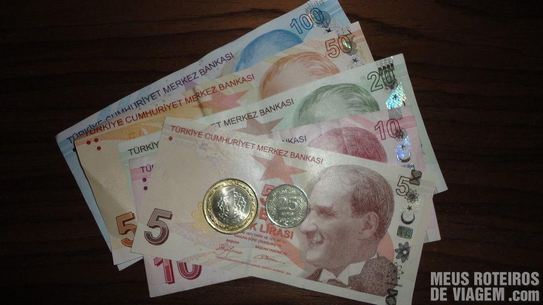 Notas e moedas de lira turca