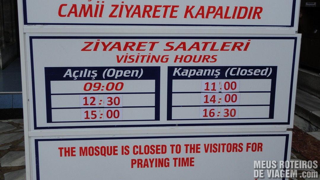 Quadro com os horários das orações