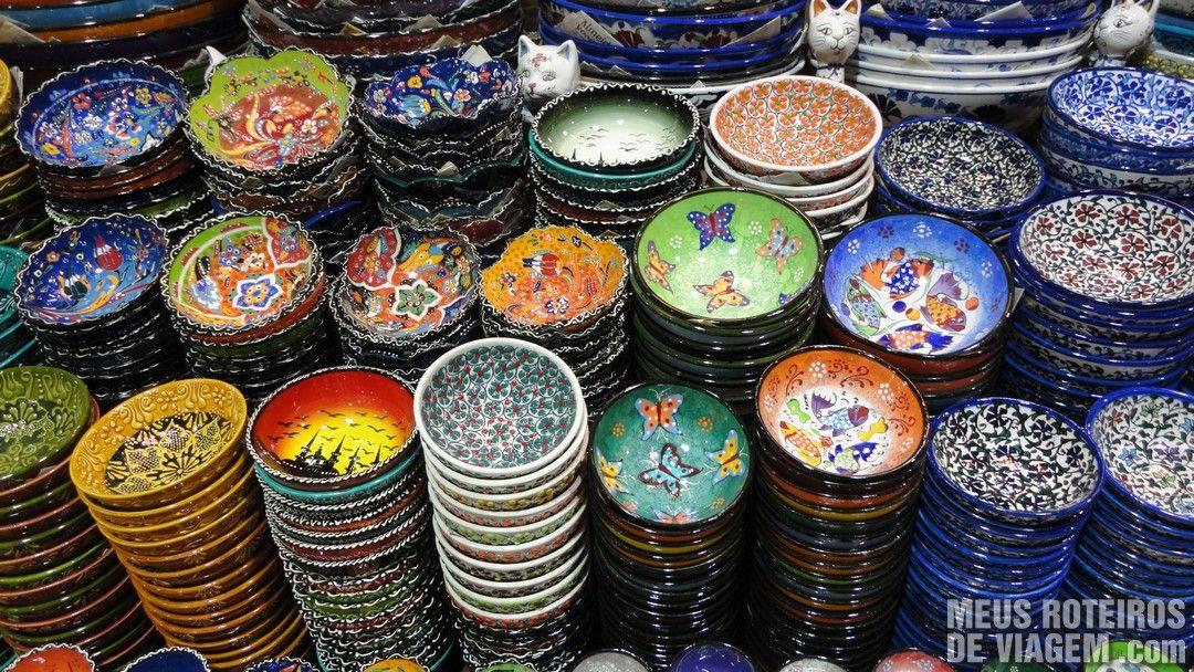 Pratos no Grande Bazar - Istambul, Turquia