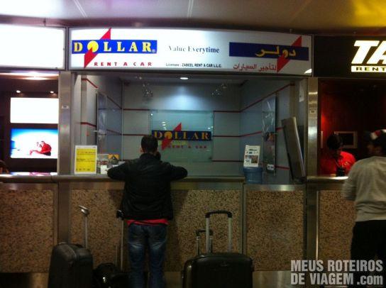 Guichê da Dollar Rent a Car no Terminal 1 do Aeroporto de Dubai
