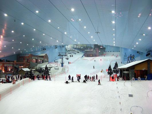 Ski Dubai no Mall of the Emirates (fonte: theplaymania.com/skidubai)