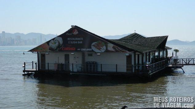 Restaurante flutuante Pharol Porto Cabral - Balneário Camboriú