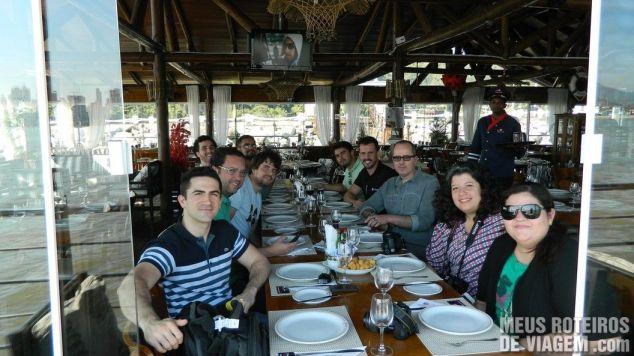 Blogueiros no restaurante flutuante