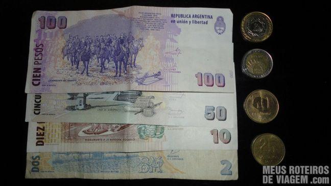 Cédulas e moedas de peso argentino