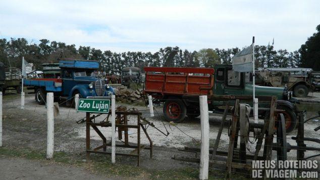 Veículos antigos no Zoo Lujan - Buenos Aires