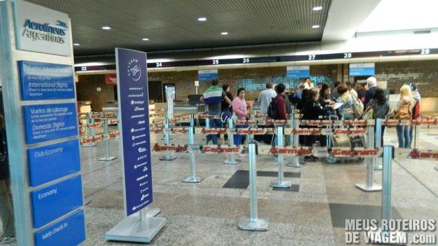 Check-in da Aerolineas Argentinas no aeroporto de Porto Alegre