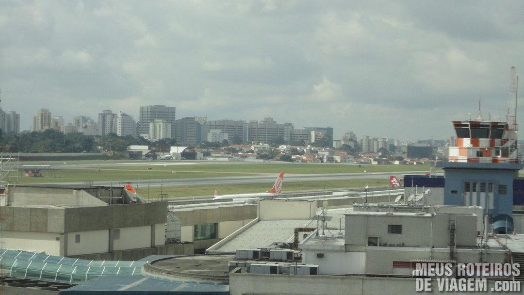 Vista do quarto para o aeroporto - Ibis São Paulo Congonhas