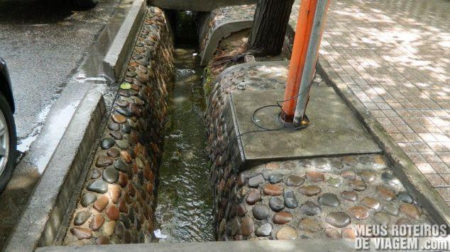 Canaleta na calçada de Mendoza