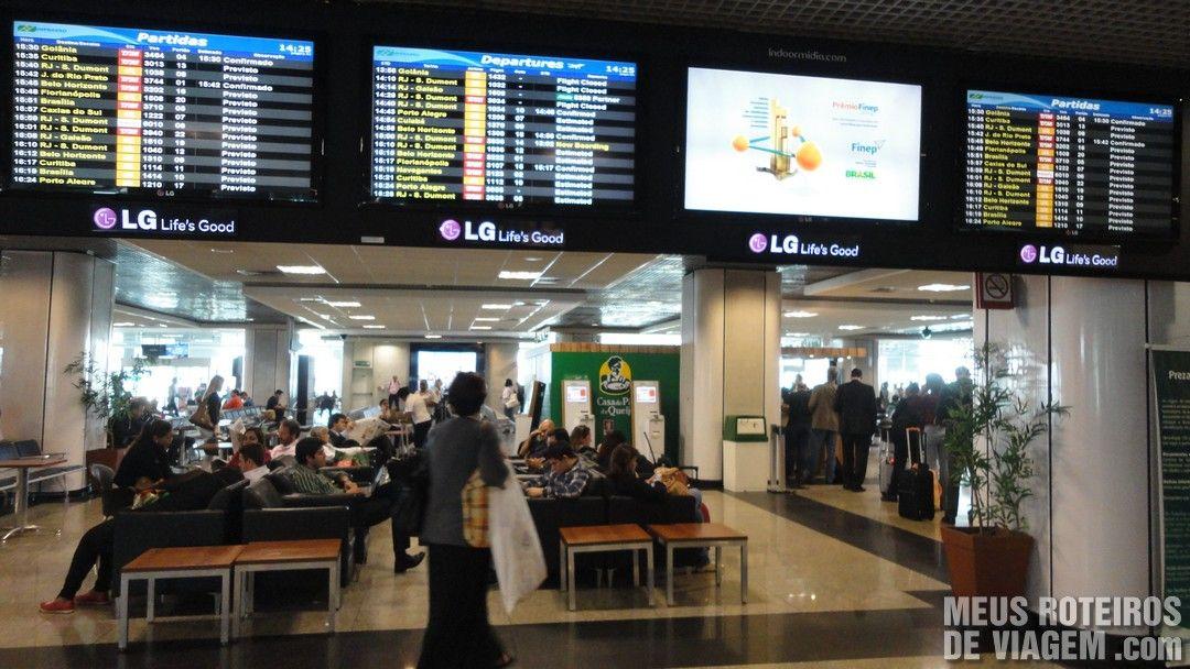 Painel de voos no Aeroporto de Congonhas São Paulo