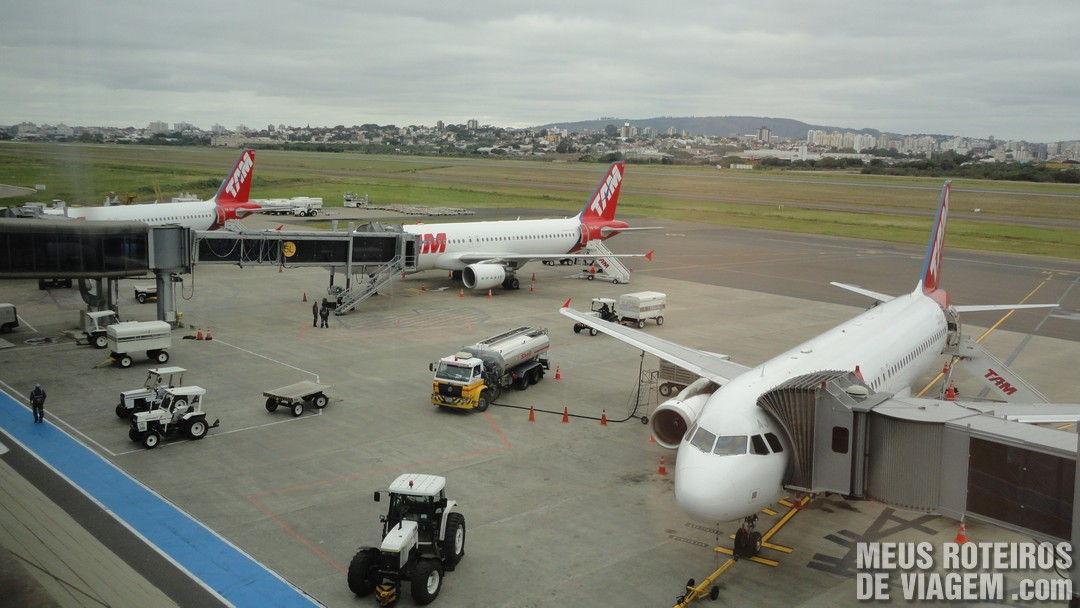 Aviões no pátio do Aeroporto de Porto Alegre