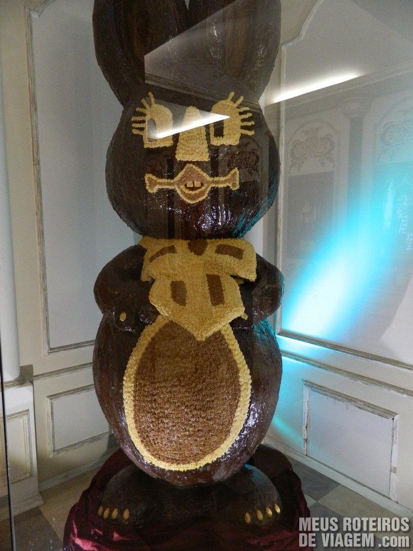 Coelho gigante de chocolate