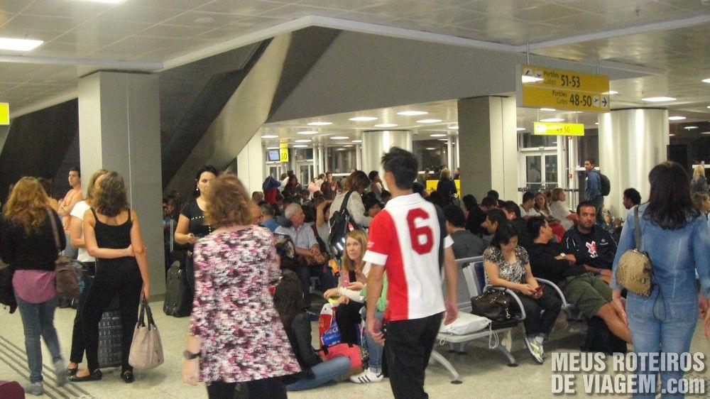 Sala de embarque para posições remotas no T3 do Aeroporto de Guarulhos