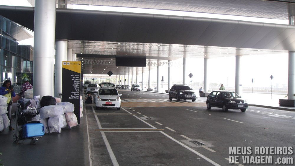 Acesso de veículos no piso do check-in