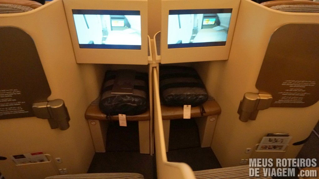 Poltrona da Classe executiva do A330 da Etihad Airways - Business Class