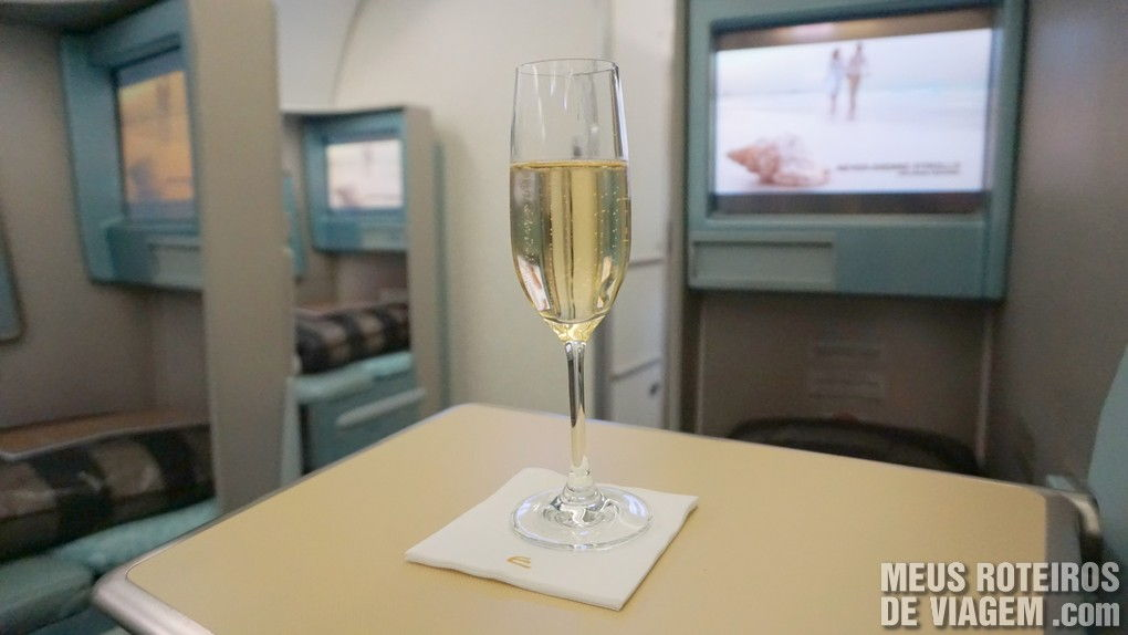 Drink de boas-vindas na classe executiva da Etihad Airways