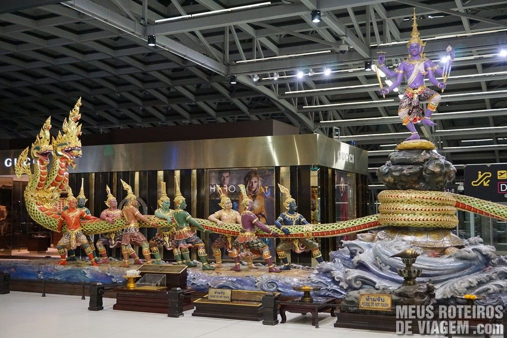 Escultura no Aeroporto Internacional de Bangkok - Suvarnabhumi