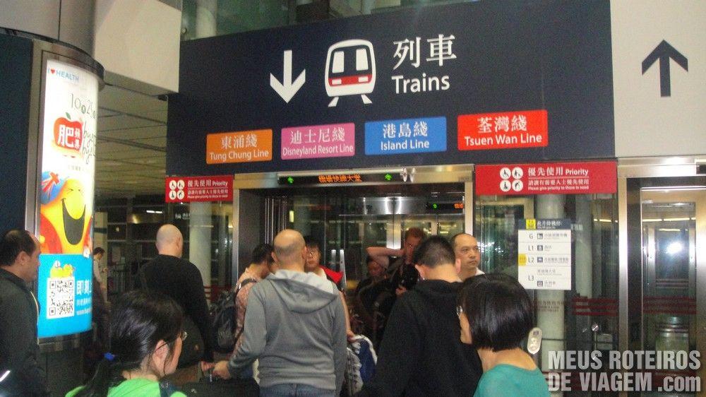 Elevador de acesso às linhas de metrô na Hong Kong Station