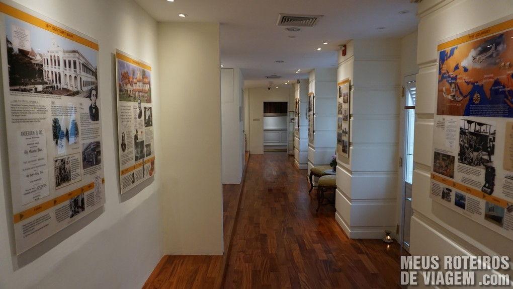 Galeria com a história do hotel