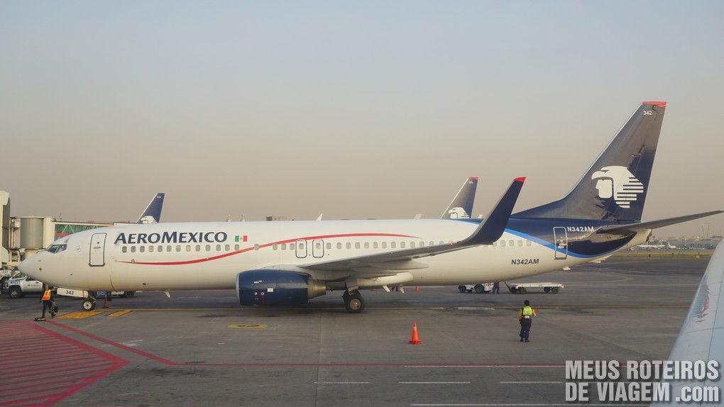 Avião da Aeromexico no aeroporto da Cidade do México