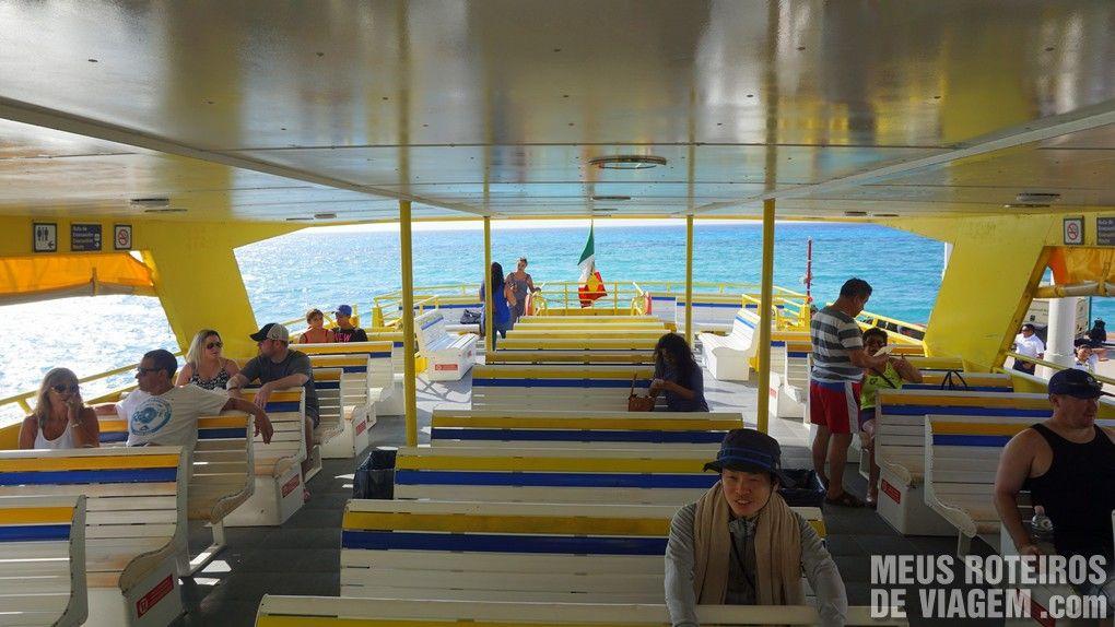 Ferry da empresa Ultramar a caminho de Cozumel - Playa del Carmen, México