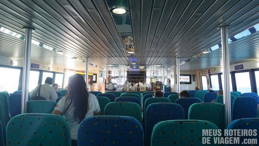 Poltronas na área fechada do ferry da Ultramar - Cozumel, México