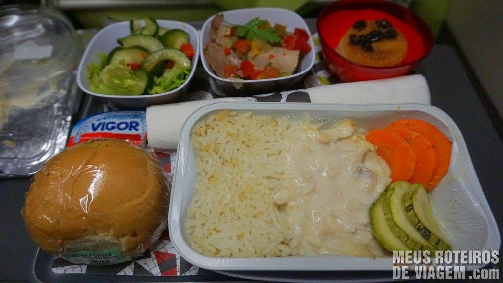 Jantar com strogonoff de frango no voo entre São Paulo e Lisboa - TAP Portugal