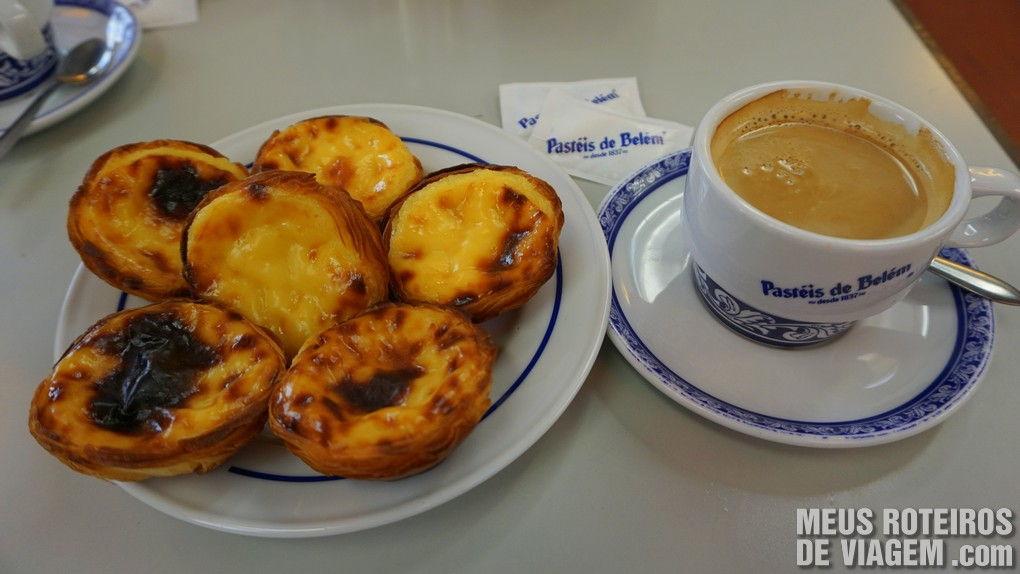 Cafezinho com os autênticos pasteis de Belém - Lisboa, Portugal