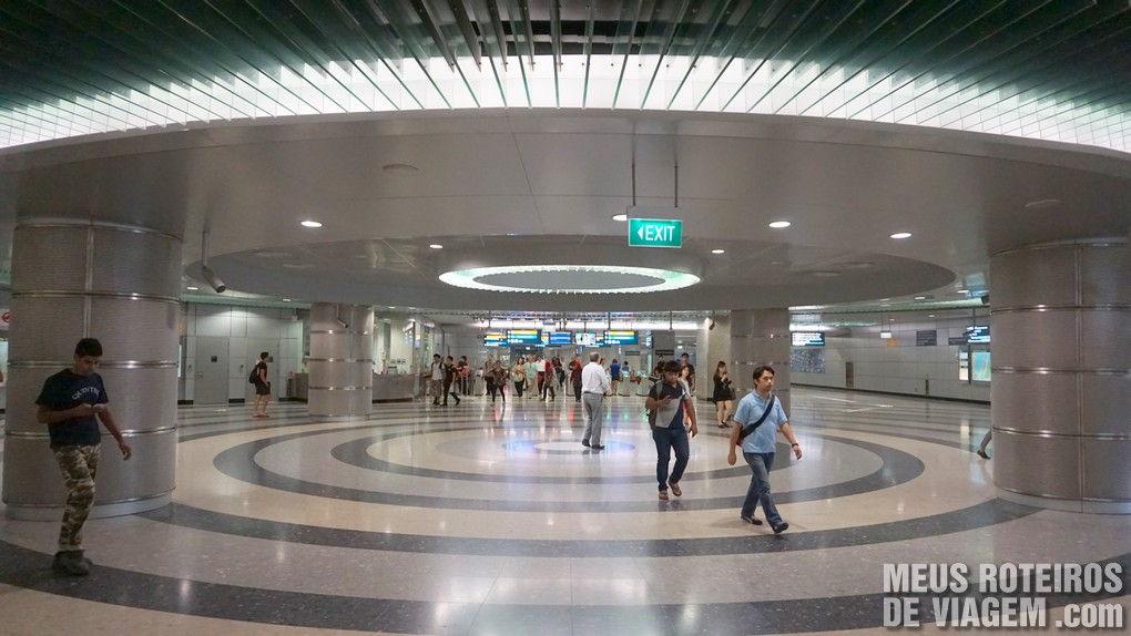 Entrada da estação Bayfront no metrô de Cingapura