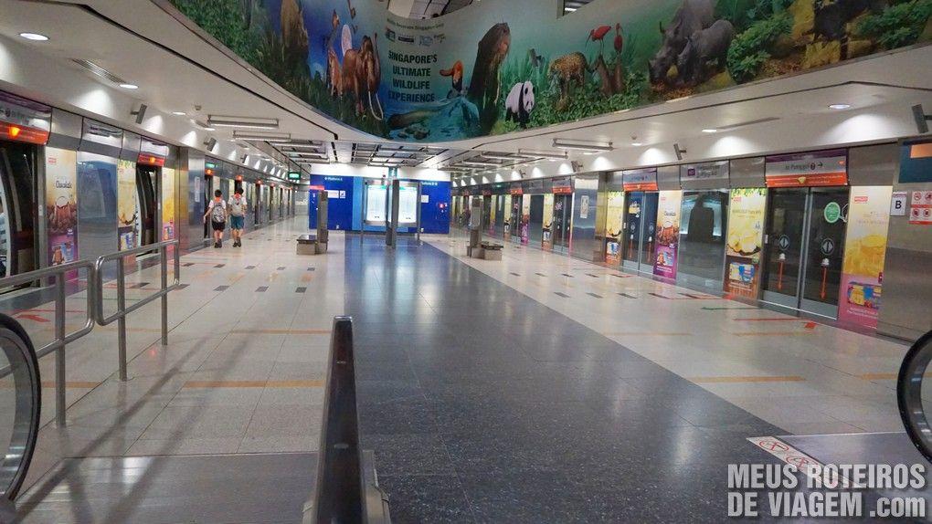 Plataforma da estação do metrô de Cingapura